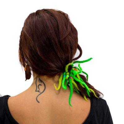 Grüne Dreadlocks