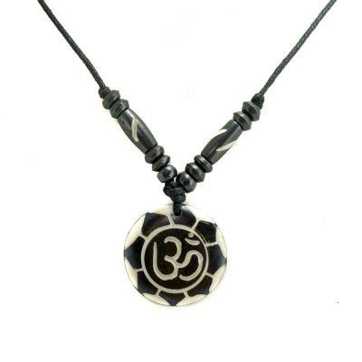 Bone pendant Om di bunga teratai putih