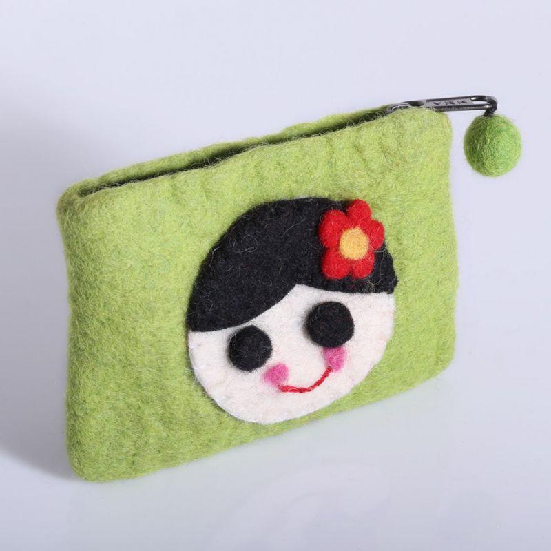 Kleine Filztasche mit einem Mädchenmotiv Grün