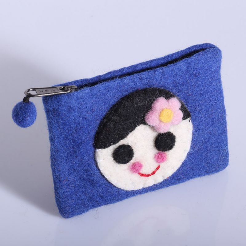 Kleine Filztasche mit einem Mädchenmotiv Blau