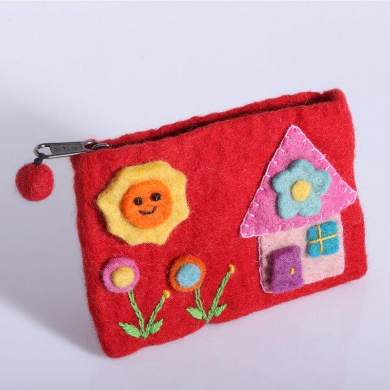 Kleine Filztasche mit einem Hausmotiv Rot