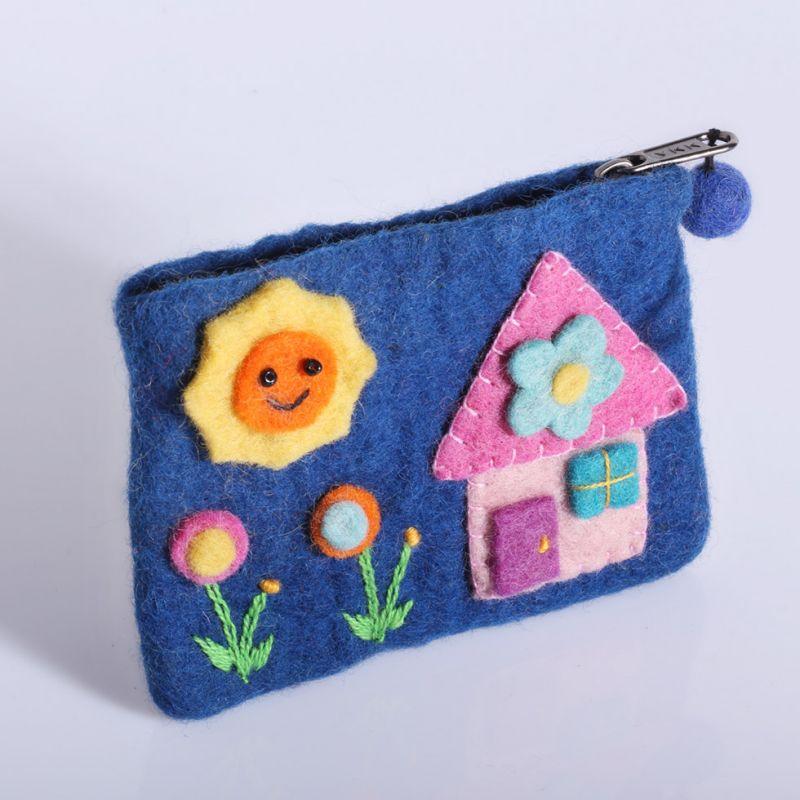 Kleine Filztasche mit einem Hausmotiv Blau